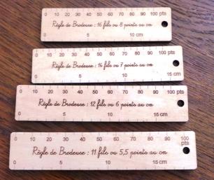 règles brodeuses en bois